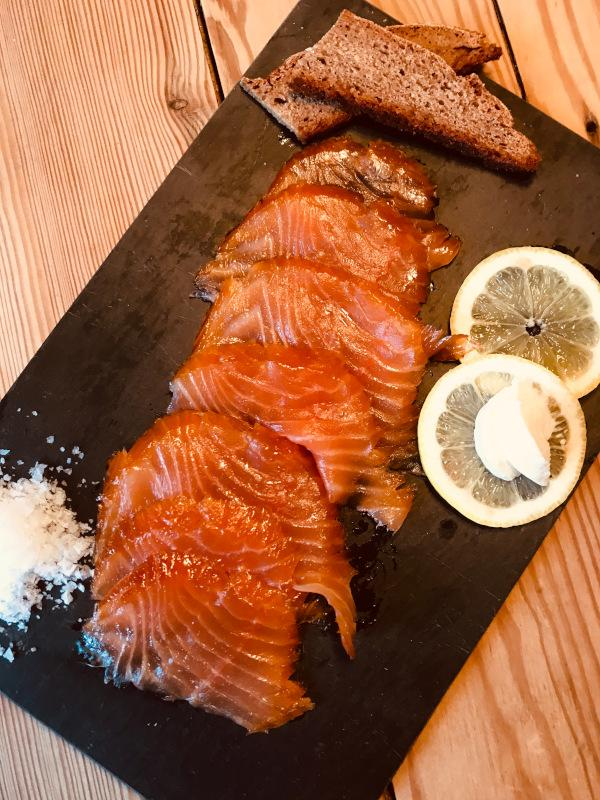 Smoked salmon, cold smoked, cut