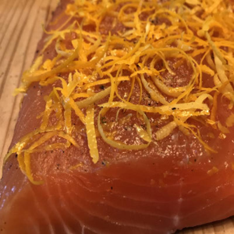 Graved salmon with grappa from Nebbiolo grape, lemon and orange zest 300g