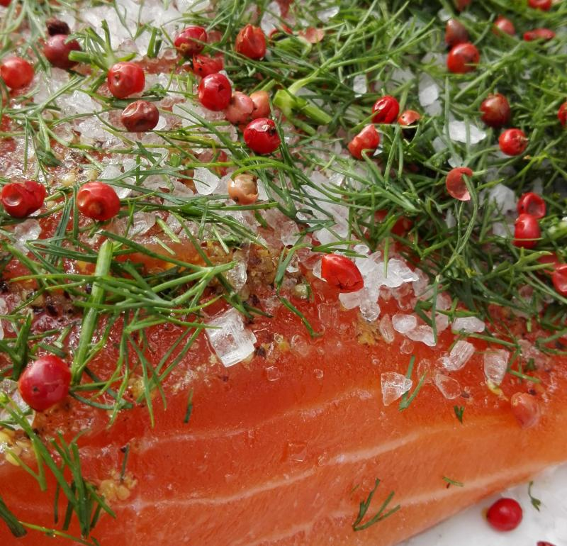 Salmon marinated with dill and pink berries 300g