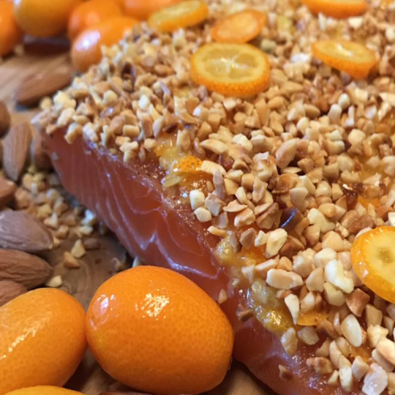 Graved salmon with roasted almonds and kumquats 300g