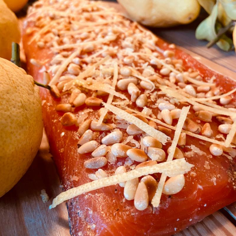 Graved salmon with pine nuts and zests of Amalfi lemons