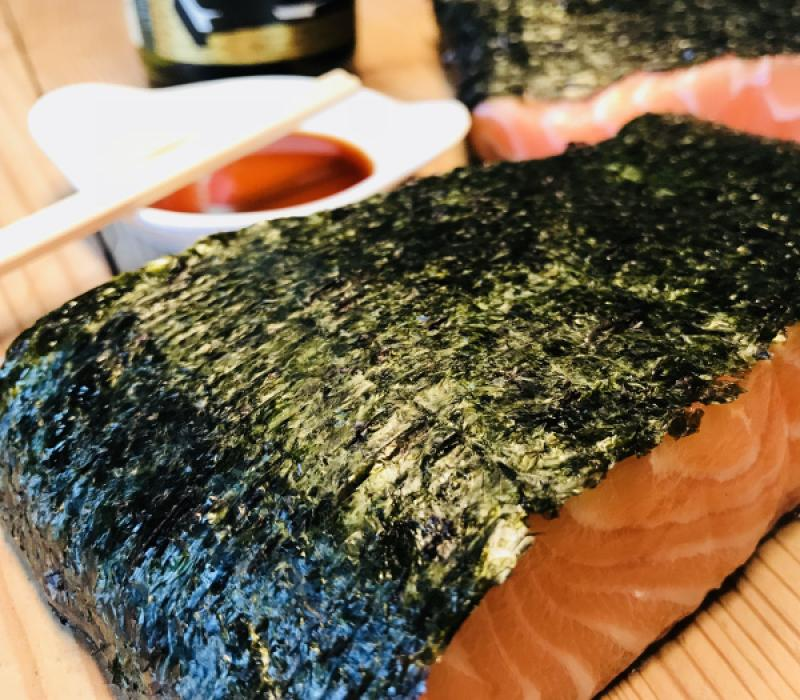 "Autumn Package 4-Graved Salmon ""Sushi"" with sake and nori kelp 1.1kg with wasabi sauce"