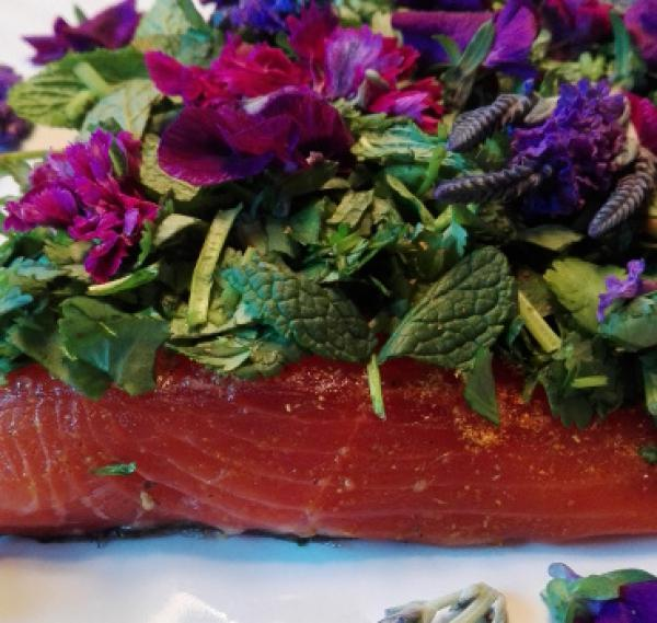 Salmon marinated with coriander, mint and fresh flowers of lavender, cloves and violets
