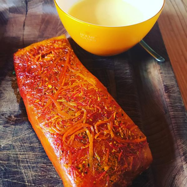 Graved salmon with saffron, saffron blossoms, Spanish spices and orange zest 300g