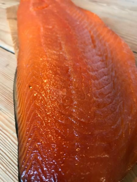Smoked salmon package ca.1-1,2kg , cold smoked, cut with 2 sauces