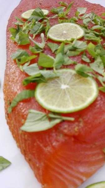 Salmon marinated with basil and lime