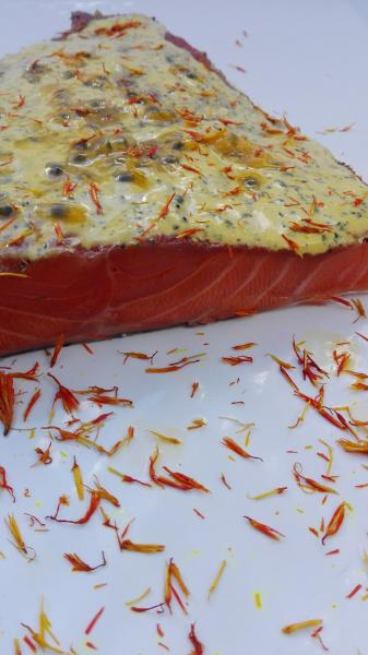 Salmon marinated with maracuja and saffron blossoms