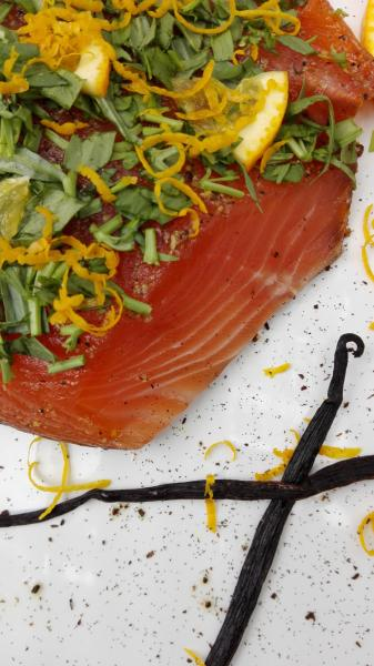 Salmon marinated with orange, tarragon and vanilla
