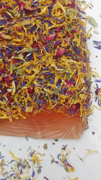 "Salmon marinated with blossom mixture "" Herb Flowery """