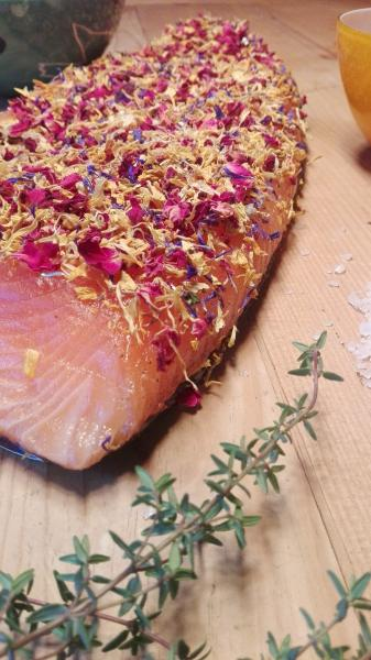 Salmon marinated with flowering mixture