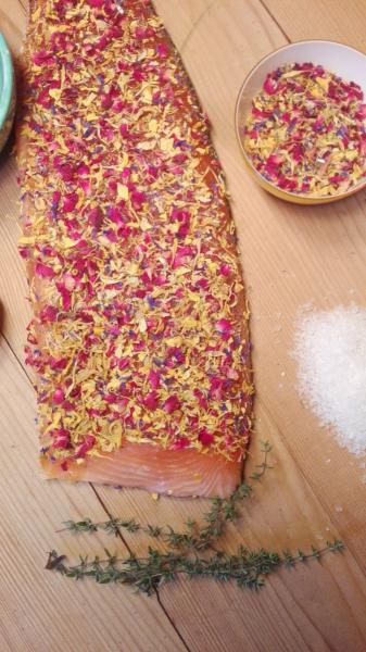 "Salmon pickled with flowering mixture ""Nektar"""