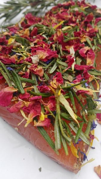 Salmon marinated with rosemary, dill and rose / nanamine