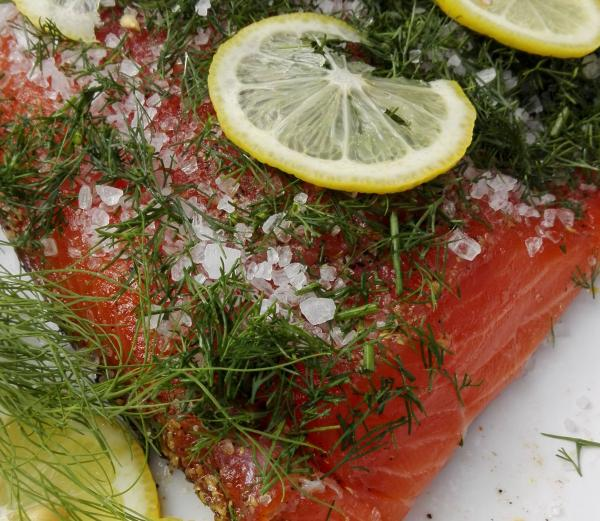 Salmon marinated with dill and lemon